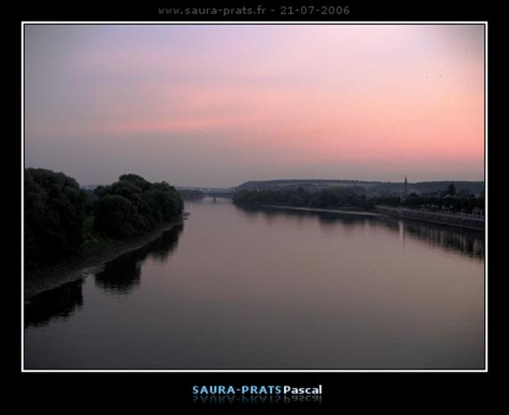 Vue de la berge de Oissel depuis le pont de la Seine un soir en rentrant du travail