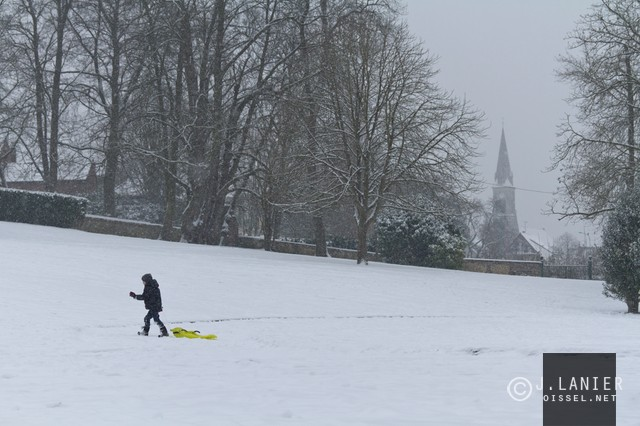 oissel-net-neige-sur-la-ville-2013-01